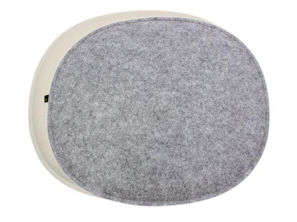 Filz Sitzkissen oval für Eames in cremeweiß und graumeliert mit kleinen Mängeln
